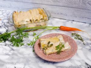 Die fertigen Canelloni mit Karottenkraut und Thymian-Béchamelsauce (Foto: Sarah, 2021)