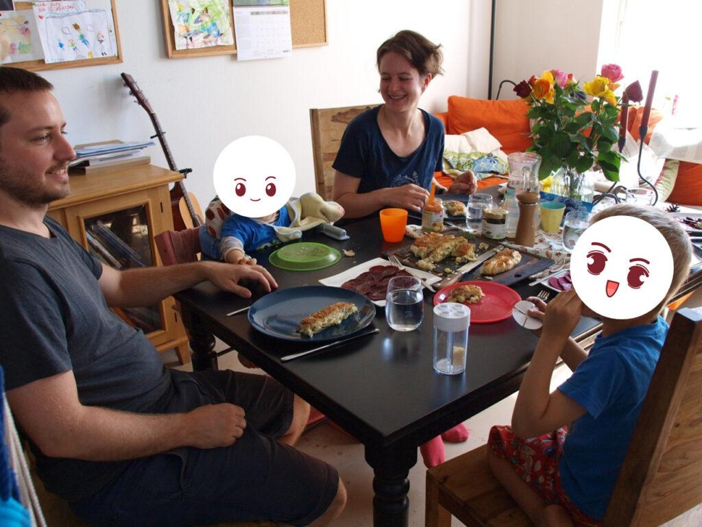 jonas und Johanna mit ihren beiden Söhnen (Foto: Sarah, 2021)