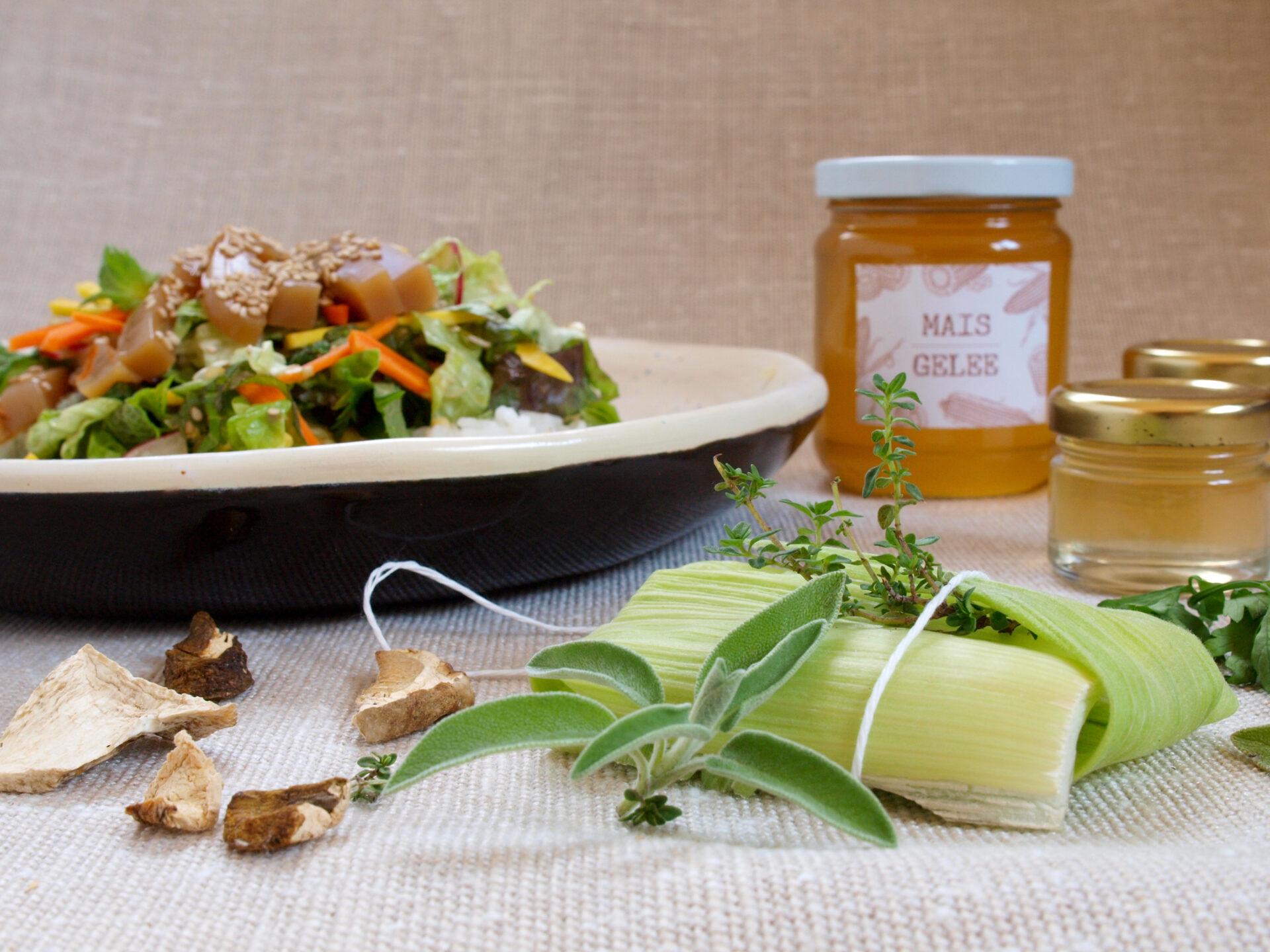 Produkte aus Maisspindeln: Bouquet Garni, Steinpilzmuk und süsser Gelée (Foto: Sarah. 2021)